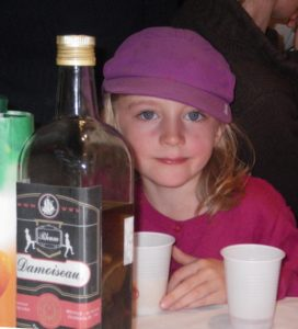 Mais on ne devrait pas laisser boire les enfants !